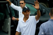 Barack Obama Waving Hand small